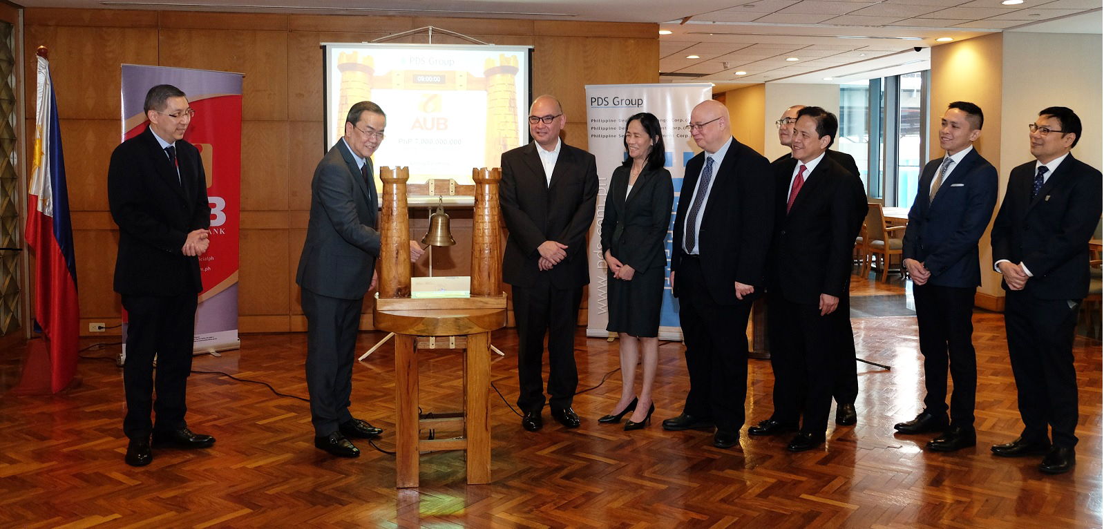 In the photo from left are:  China Banking Corporation Chief Finance Officer (CFO) Patrick Cheng, Asia United Bank Corporation (AUB) President Manuel Gomez, AUB Executive Vice President (EVP) and Treasury Group Head Antonio Agcaoili, PDS Group President Ma. Theresa Ravalo, Philippine Dealing & Exchange Corp. (PDEx) President and Chief Operating Officer Antonino Nakpil, First Metro Investment Corporation President Rabboni Francis Arjonillo, AUB Senior Vice President and Branch Banking Head Jacob Ng, AUB First Vice President and Investment Banking Head Abel Dorotan, and Amalgamated Investment Bancorporation EVP and CFO Servando Alvarez, Jr.